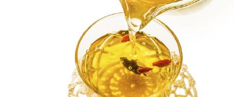 様々な薬効を持つハーブやスパイスを配合した「薬膳茶」も注目です