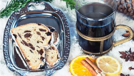 シュトーレンやホットワイン、ソーセージの露店もクリスマスマーケットのお楽しみのひとつ